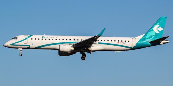 Пассажирский самолет Embraer 195 (Эмбраер-195)