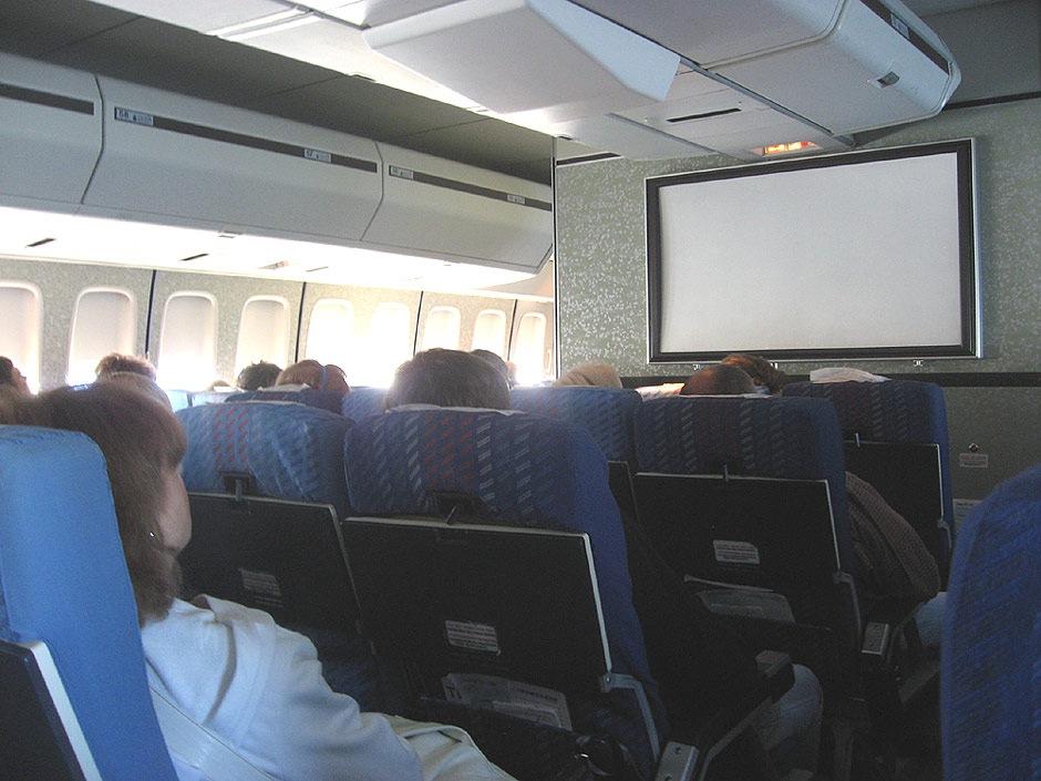 """В сезоне 2011 - 2012 чартерные рейсы выполняют 2 авиакомпании:  """"Аэрофлот """" и  """"Трансаэро """"."""