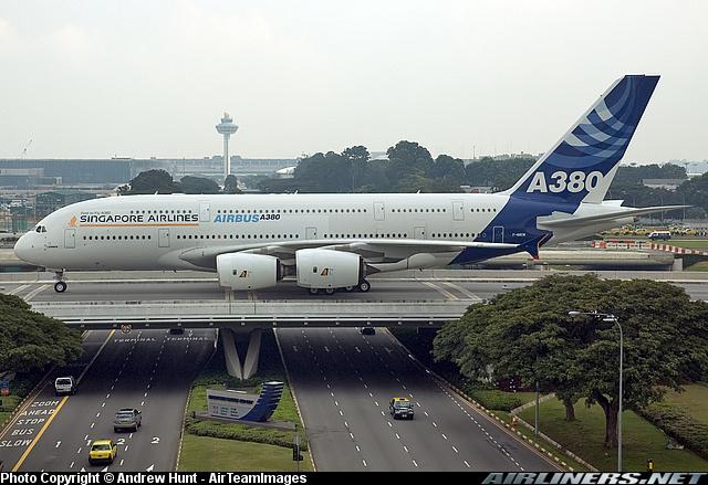 Airbus A380 самый большой пассажирский самолет