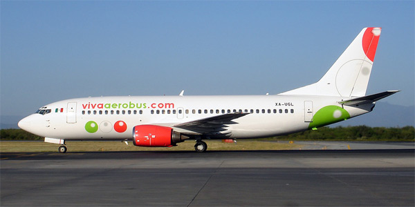 Boeing 737-300 commercial aircraft