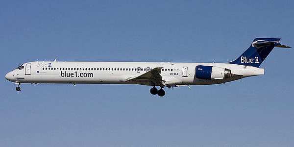 McDonnell Douglas MD-90 commercial aircraft