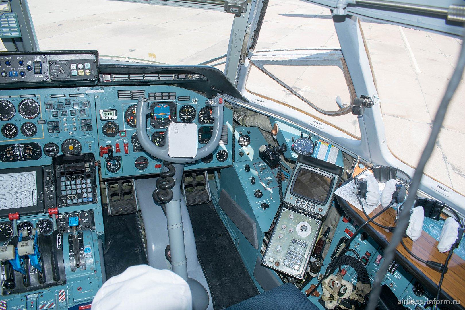 Место второго пилота в самолете Ан-72 ВВС России